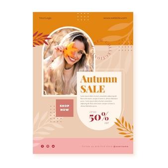 Plantilla de cartel vertical de venta de otoño plano con foto