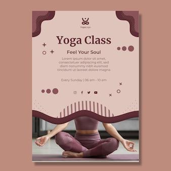 Plantilla de cartel vertical de yoga en casa