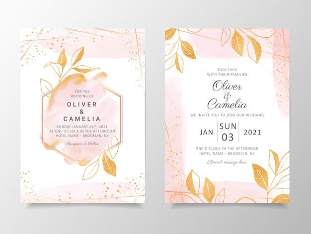 Plantilla cremosa de tarjeta de invitación de boda acuarela con decoración floral dorada.