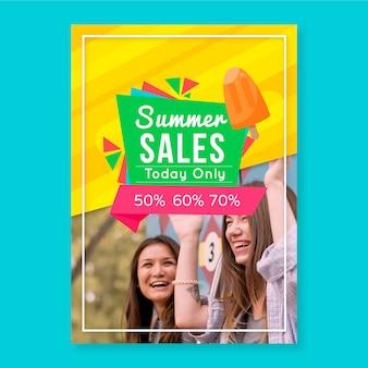 Plantilla de flyer de rebajas de verano con imagen de van