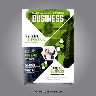 Plantilla de portada de revista de negocios con modelo posando
