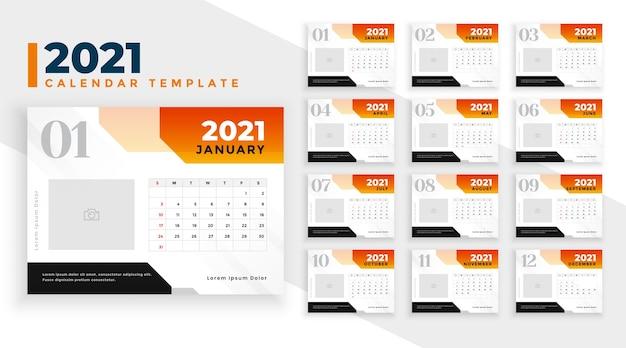 Plantilla de diseño de calendario de año nuevo 2021 con formas geométricas