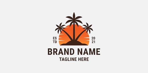 Plantilla de diseño de logotipo degradado de árbol de coco al atardecer