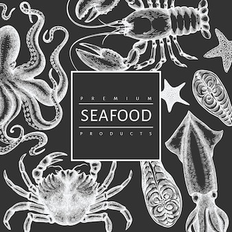 Plantilla de diseño de mariscos. ilustración de mariscos dibujados a mano en la pizarra. animales marinos vintage