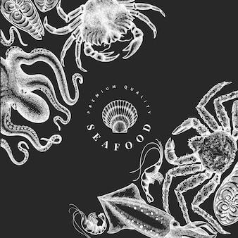 Plantilla de diseño de mariscos. ilustración de mariscos vector dibujado a mano en pizarra. banner de comida de estilo grabado. fondo de animales marinos vintage