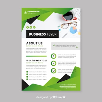 Plantilla elegante de folleto de negocios con diseño plano