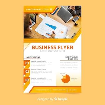 Plantilla elegante de folleto de negocios con foto