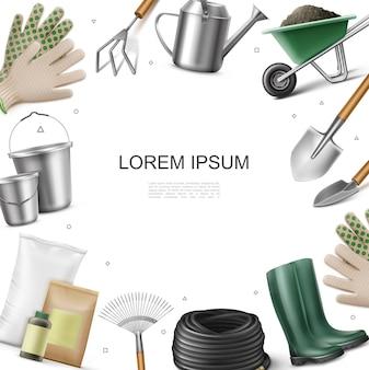 Plantilla de equipo de jardín realista con guantes botas bolsas de fertilizante cubos de botella manguera pala rastrillo llana regadera azada carretilla de tierra ilustración
