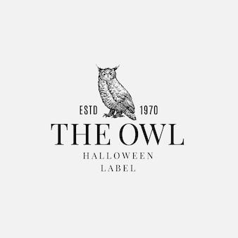 Plantilla de etiqueta o logotipo de halloween de calidad superior. mano dibuja el símbolo del bosquejo del pájaro del búho malvado y la tipografía retro.
