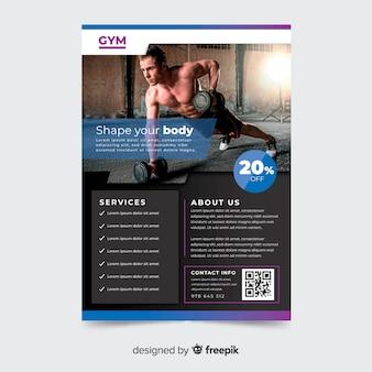 Plantilla de flyer de gimnasio con imagen