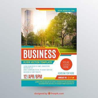 Plantilla de flyer de negocios con foto de arboles