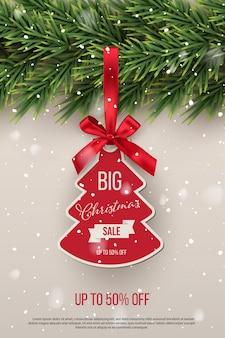 Plantilla de gran venta de navidad, árbol de año nuevo con etiqueta roja con cinta.