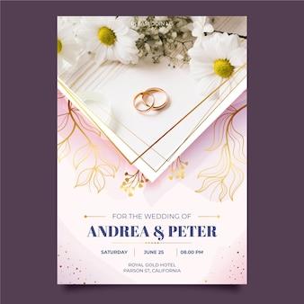 Plantilla de invitación de boda con anillos dorados.