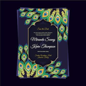 Plantilla de invitación de boda con coloridas plumas de pavo real