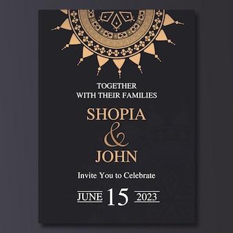 Plantilla de invitación de boda de lujo con el ornamento de la mandala.