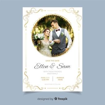 Plantilla de invitación de boda ornamental con foto