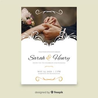 Plantilla de invitación de boda ornamental retro con foto