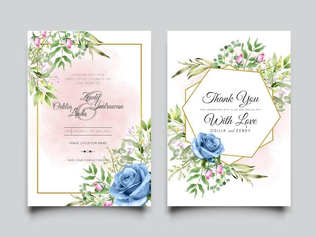 Plantilla de invitación de boda con rosa azul y hojas verdes.
