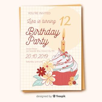 Plantilla de invitación de cumpleaños en diseño plano