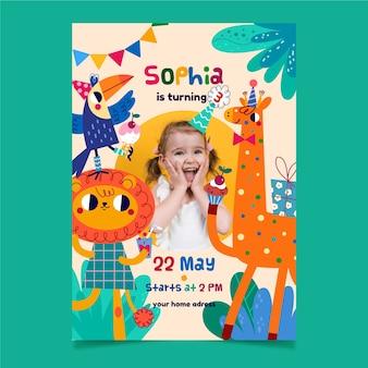 Plantilla de invitación de cumpleaños femenino con animales de dibujos animados
