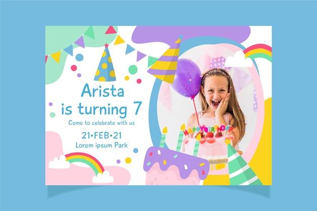 Plantilla de invitación de cumpleaños infantil multicolor con foto