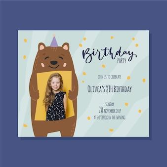 Plantilla de invitación de cumpleaños para niños oso con gorro de fiesta