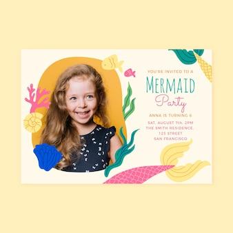 Plantilla de invitación de cumpleaños de sirena dibujada a mano con foto