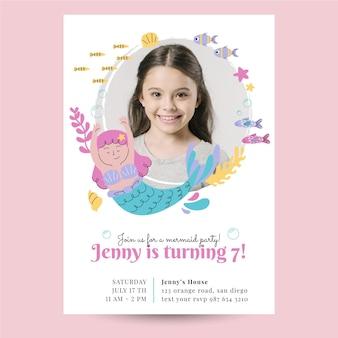 Plantilla de invitación de cumpleaños de sirena plana orgánica con foto