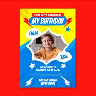 Plantilla de invitación de cumpleaños de superhéroe de dibujos animados con foto