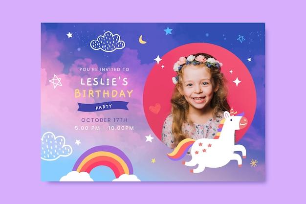 Plantilla de invitación de cumpleaños de unicornio acuarela pintada a mano con foto