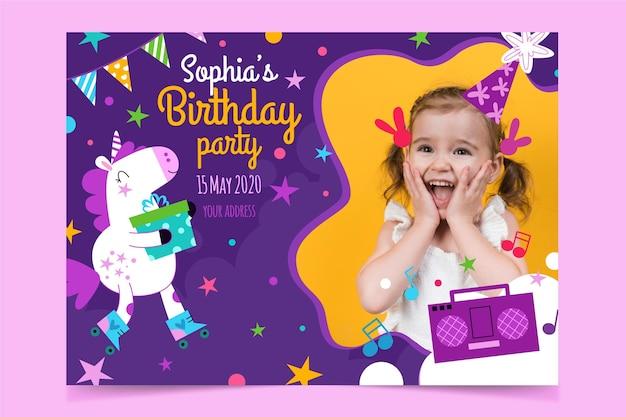 Plantilla de invitación de cumpleaños de unicornio plano con foto