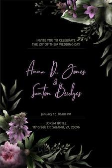 Plantilla de invitación negra, esquinas florales de acuarela, flores de peonía y hojas dibujadas en clave baja, ilustración acuarela dibujada a mano.