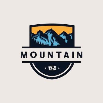 Plantilla de logotipo de emblema de aventura de montaña