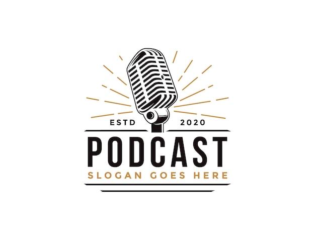 Plantilla de logotipo de micrófono de podcast vintage