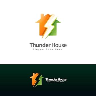 Plantilla de logotipo moderno de trueno y casa