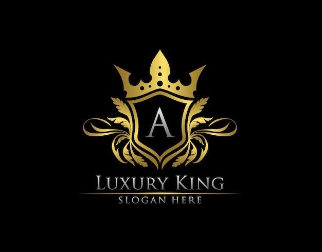 Plantilla de logotipo de oro de lujo real letra a.
