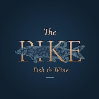 La plantilla de logotipo, símbolo o signo abstracto de pike. pez lucio dibujado a mano con tipografía retro dorada. emblema vintage de primera calidad.