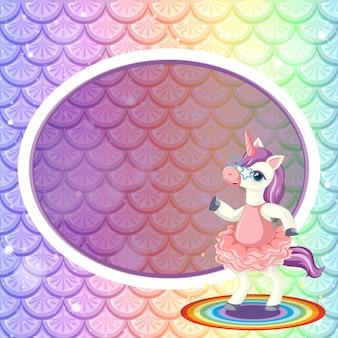 Plantilla de marco de banner ovalado en escamas de pez arco iris pastel con lindo personaje de dibujos animados de unicornio