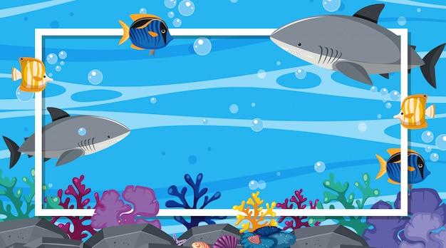 Plantilla de marco con criaturas marinas bajo el océano