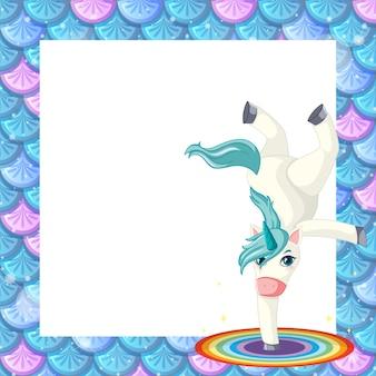 Plantilla de marco de escamas de pescado azul en blanco con lindo personaje de dibujos animados de unicornio