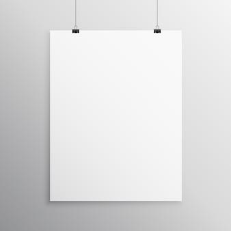 Plantilla de mockup en blanco flyer colgando con clip