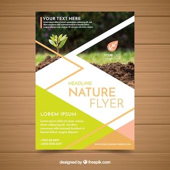 Plantilla moderna de folleto de naturaleza