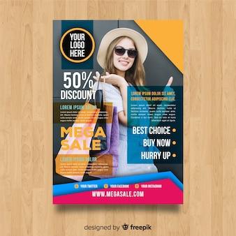Plantilla moderna de folleto de rebajas con diseño abstracto
