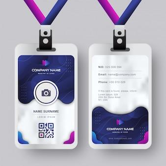 Plantilla moderna de la tarjeta de identificación con diseño líquido abstracto azul marino degradado