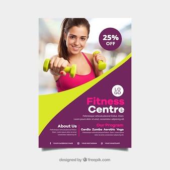 Plantilla ondulada de cover de gimnasio con imagen de mujer