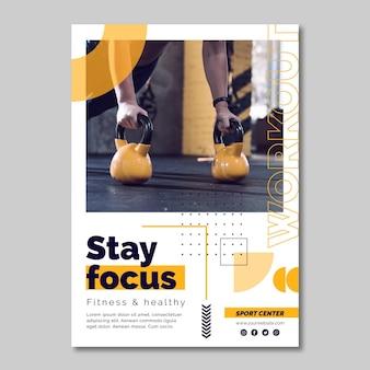 Plantilla de póster de centro deportivo con foto