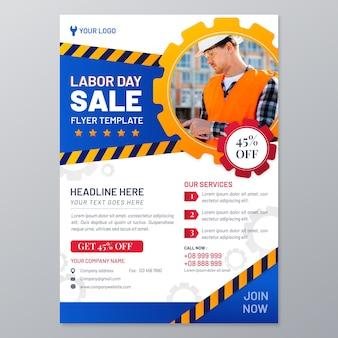 Plantilla de póster de venta vertical del día del trabajo degradado con foto