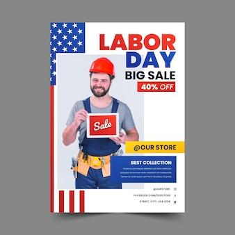 Plantilla de póster vertical de venta del día del trabajo degradado con foto