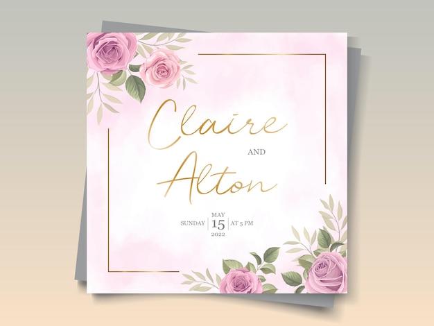 Plantilla de tarjeta de boda con hermosos adornos florales en flor