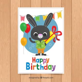Plantilla de tarjeta de cumpleaños con conejo lindo